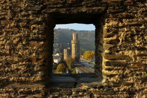 Blick aus dem Steingassenturm auf Ochsenturm rechts und Katzenturm links.