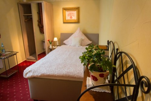 Hotel Weinhaus Weiler Zimmer Mauerbluemchen